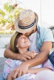 Séance heureuse de couples et caresse Photo libre de droits