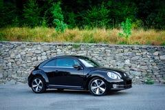 Séance photo de la vue au sol de coupé de voiture rapide de filles Photographie stock libre de droits