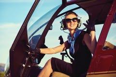 Séance pilote de femme attirante Photo libre de droits