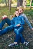 Séance romantique heureuse de couples Photos libres de droits
