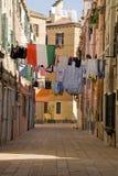 Séchage de blanchisserie dans les rues Images libres de droits
