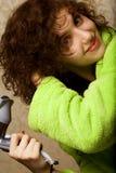 Séchage de femme son cheveu avec le hairdryer Photo libre de droits