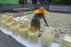 Séchage du panier en bambou photographie stock libre de droits