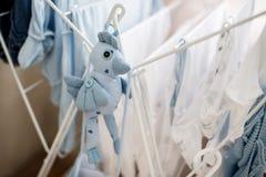 Séchage infantile de blanchisserie image libre de droits