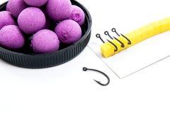 Séchez l'alimentation pour la pêche de carpe Boilies et accessoires de carpe pour la carpe Photos libres de droits