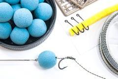 Séchez l'alimentation pour la pêche de carpe Boilies et accessoires de carpe pour la carpe Images libres de droits