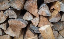 Séchez les identifiez-vous coupés de bois de chauffage une pile photo libre de droits