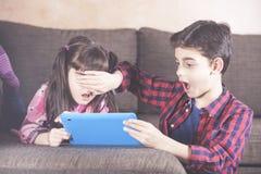 Sécurité d'Internet pour le concept d'enfants photo libre de droits