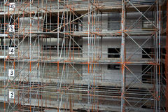 Sécurité de bâtiment avec un échafaudage solide Images libres de droits