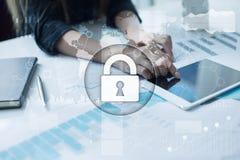 Sécurité de Cyber, protection des données, sécurité de l'information Concept de technologie d'Internet Photos stock