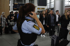 SÉCURITÉ DE POLICE SUR L'AÉROPORT DE KASTRUP Photos libres de droits