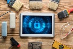 Sécurité de Web et concept de technologie avec le PC de comprimé sur la table en bois Photographie stock libre de droits