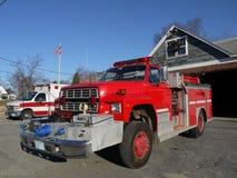 Sécurité incendie : camion et ambulance images stock