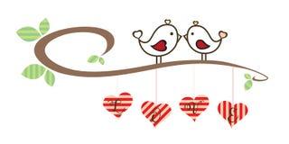 Séjour de Valentine Loving Birds sur la branche rétro Image stock