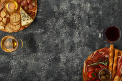 Sélection d'apéritif de fromage et de viande, vue supérieure Photo stock