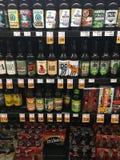 Sélection de bière à l'épicerie photo libre de droits