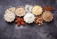 Sélection de farine gratuite de divers gluten image stock