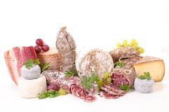Sélection de fromage et de salami photographie stock libre de droits