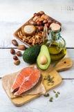 Sélection de grosse nourriture saine de sources, concept de la vie photographie stock libre de droits