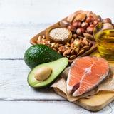 Sélection de grosse nourriture saine de sources, concept de la vie images stock