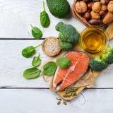 Sélection de grosse nourriture saine de sources, concept de la vie photographie stock