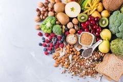 Sélection de nourriture riche saine de vegan de sources de fibre pour la cuisson photographie stock libre de droits
