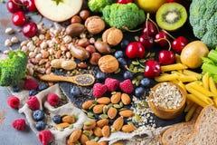 Sélection de nourriture riche saine de vegan de sources de fibre pour la cuisson photos stock