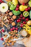 Sélection de nourriture riche saine de vegan de sources de fibre pour la cuisson photo stock