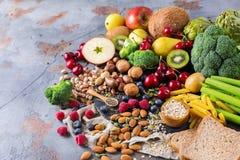 Sélection de nourriture riche saine de vegan de sources de fibre pour la cuisson images libres de droits