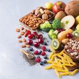 Sélection de nourriture riche saine de vegan de sources de fibre pour la cuisson image stock