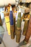 Sélection de 4 projectiles d'artillerie de 5 pouces Photographie stock libre de droits