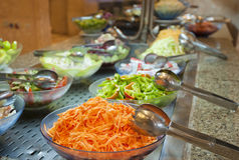 Sélection de salade dans un buffet d'hôtel Images libres de droits