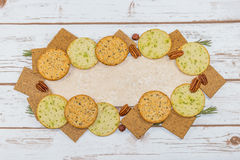 Sélection des biscuits sur la tuile blanche Image stock