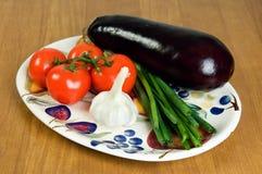 Sélection des légumes frais d'une plaque 1. Image stock