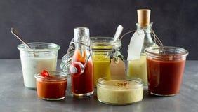 Sélection des sauces et des habillages assortis photo libre de droits