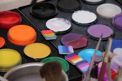 Sélectionnez votre couleur de peinture de visage Images libres de droits