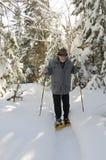 Sénior envelhecido com snowshoes Imagem de Stock Royalty Free