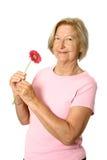Sénior feliz com flor foto de stock