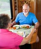 Séniores do rv - conversação do jantar fotografia de stock royalty free