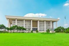 SÉOUL, CORÉE - 14 AOÛT 2015 : Assemblée nationale Hall de marche à suivre - bâtiment sud-coréen de capitol situé sur l'île de Yeo Photos libres de droits
