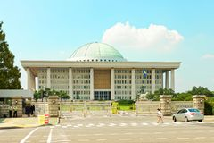 SÉOUL, CORÉE - 14 AOÛT 2015 : Assemblée nationale Hall de marche à suivre - capitol sud-coréen - situé sur l'île de Yeouido - Séo Images stock
