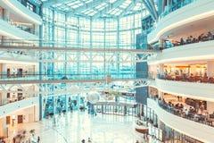 SÉOUL, CORÉE DU SUD - 17 AOÛT 2015 : Un bon nombre de gens appréciant leur temps gratuit au photographie stock