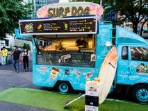 Séoul, Corée du Sud - 3 juin 2017 : Attente de vendeur des acheteurs dans son kiosque d'aliments de préparation rapide à la rue p photos stock