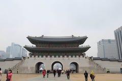 SÉOUL, CORÉE DU SUD - 22 novembre : Les touristes ont visité le palais de Gyeongbokgung à Séoul, Corée Photo stock