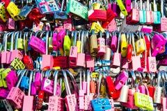 SÉOUL - 1ER FÉVRIER : Cadenas d'amour à la tour de N Séoul Photographie stock libre de droits
