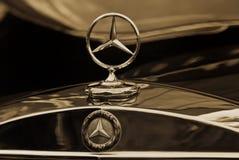Sépia d'emblème de Mercedes-Benz Photographie stock