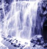 Sérénité de cascade à écriture ligne par ligne Photo stock