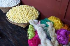 Sériciculture et fil de soie Photos stock