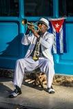 Série cubaine de portrait, trompettiste sur la rue photo stock