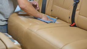Série détaillante de voiture : Siège de voiture de nettoyage banque de vidéos